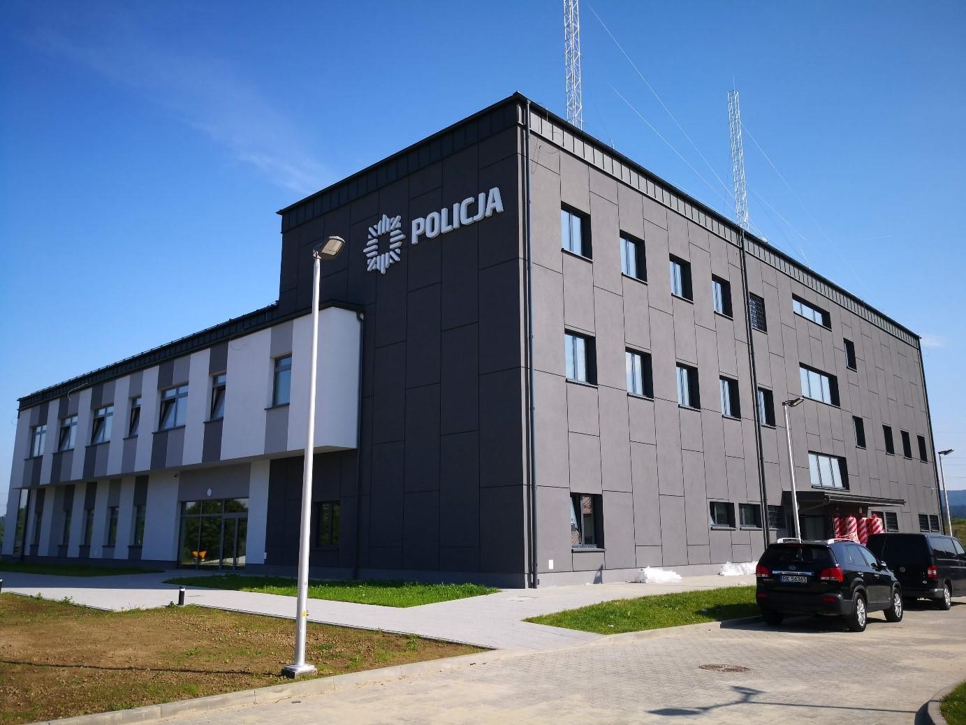 Komenda Policji w Lesku Rodzaj budynku: budynek użyteczności publicznej Powierzchnia użytkowa: 2484,54 m2 Kubatura: 14434,9 m3