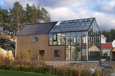 Szwecja - Budynek mieszkalny Roczna produkcja energii elektrycznej: 12 500 kWh